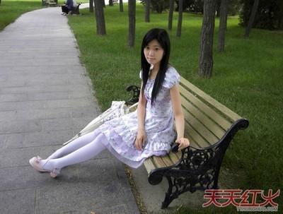 白袜愹f-_女生白袜图片