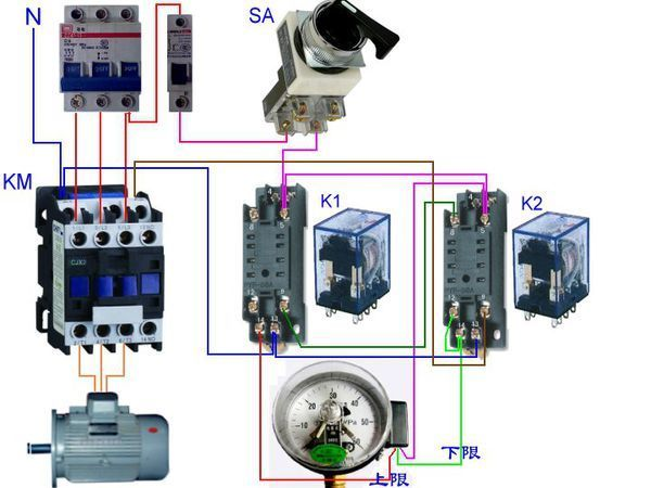 两个52p中间继电器,一个电接点压力表如何控制补水泵补水,求电路图,并