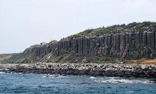 位于澎湖群岛东南方的「玄武岩自然保留区」,包括了碇钩屿,鸡善屿与
