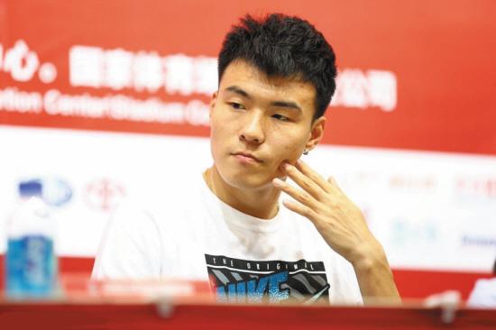 2007年,在全国青年锦标赛男子跳远资格赛中跳出7米84的成绩[2]。 2008年,在亚青赛男子跳远决赛上跳出7米47的成绩并且获得第3名。 2009年3月,李金哲以7米74的成绩获得全国室内赛北京站第3名。5月中旬,在广西玉林举行的全国锦标赛跳远决赛中,跳出了8米08的成绩,收获了第一个全国冠军并且第一次越过8米大关。10月22日,在中华人民共和国第十一届运动会田径男子跳远项目上获得银牌。11月12日,在广州进行的第18届亚洲田径锦标赛男子跳远决赛中,李金哲以8米16的成绩获得冠军。12月10日,在第五