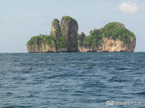 海洋岛在皮岛和大连之间,离皮岛约一百海里.