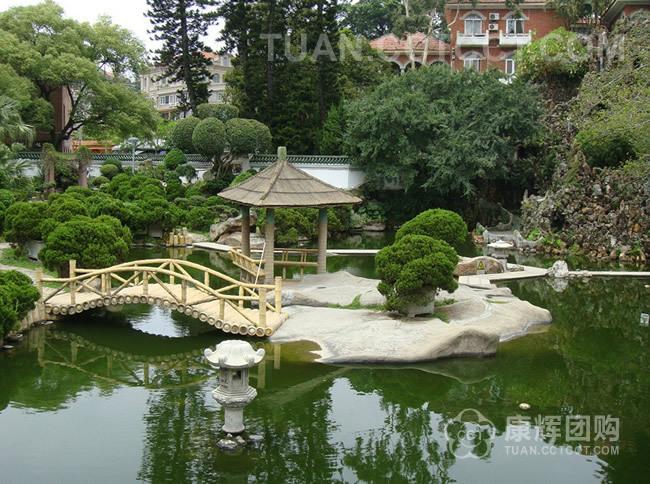 菽庄花园利用天然 地形巧妙布局,全园分为藏海园和补山园两大部分,各