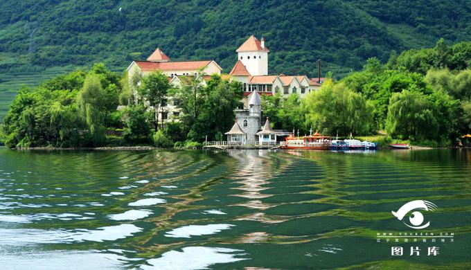 mrb8 丹东市  青山湖风景区,距青山沟镇8公里,是青山沟国家级风景名胜